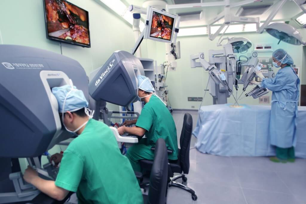 Лечение рака желудка с помощью робота