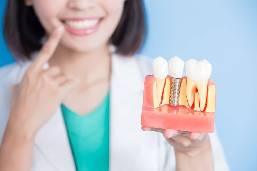 Имплантация зубов в Корее, вставить зубы в Корее